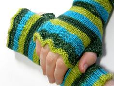 Lacy Bits Mitts: Loom Knitting Pattern