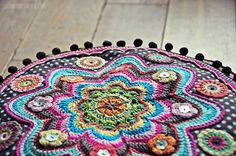 luzia pimpinella BLOG | DIY | häkelkissen / bodenkissen BANJU  | crochet pillow / pouf BANJU