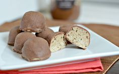 Café Cream Protein Truffles ---- 2/3 Scoop (30g) Nutriforce Sports Cafe Cream Protein 6 tbsp. (42g) Coconut flour 2 tbsp. (28g) coconut oil 2 tbsp. (42g) honey (or sweetener of choice) 3 tbsp. (42g) Sweet Spreads Chocolate Brownie Coconutter 1/2 tsp. coffee extract, optional