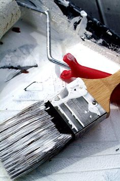 How To Clean Dry Paint Brushes With Vinegar: Soak in vinegar for an hour; boil more vinegar in saucepan, remove from heat, place brushes in hot vinegar until meets room temp, comb brush with your fingers under water and watch the paint fall off