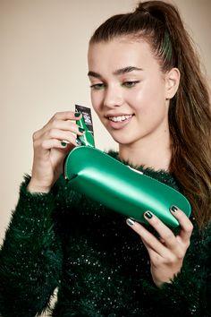 – L'Oréal Paris Green Hair, Go Green, Colorista, Loreal Paris, Jewel Tones, Absolutely Gorgeous, Monochrome, Hair Makeup, Hair Color