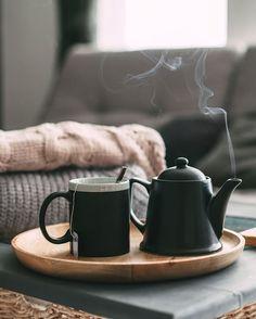 Sunday is Tea-Day ☕️ Heute noch einmal richtig entspannen, bevor die neue Woche startet. 💚 #onloom #myonloom #onloomfrischeswohnen #hygge #hyggelig #autumn #hyggehome #cosy #homesweethome #reinewolle #flauschig #gemütlich #gemütlichwohne Coffee Maker, Kitchen Appliances, Mugs, Instagram, Tableware, New Week, Homes, Diy Kitchen Appliances, Home Appliances