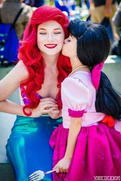 Cosplay Costume Ariel and her lovely daughter Melody make a perfect mother-daughter Halloween costume idea. - These matching mother and daughter costumes couldn't be more perfect! Costumes Halloween Disney, Mother Daughter Halloween Costumes, Cool Costumes, Teen Costumes, Woman Costumes, Pirate Costumes, Group Costumes, Couple Halloween, Halloween Ideas