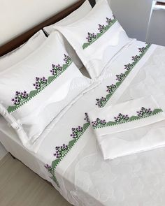 Stylish than Each Other 20 Bedroom Lace Pike Duvet Cover . - Home Decor Flower Embroidery Designs, Creative Embroidery, Duvet Cover Sets, Comforter Sets, Bed Cover Design, Embroidered Bedding, Floral Throw Pillows, White Decor, Bed Covers