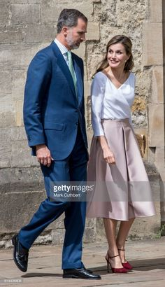 14 July 2017 - State visit to Great Britain (day 3): visit to Oxford University and Francis Crick Institute - skirt by Topshop, shoes by Lodi, clutch by Suma Cruz