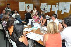 El Ministerio de Educación trabaja en propuestas de formación para acercar a los jóvenes al mundo del trabajo http://www.ambitosur.com.ar/el-ministerio-de-educacion-trabaja-en-propuestas-de-formacion-para-acercar-a-los-jovenes-al-mundo-del-trabajo/ Los equipos de gestión iniciaron una ronda de encuentros para definir acciones que ofrezcan a los estudiantes del Nivel Secundario una oferta complementaria, vinculada a la realidad del lugar donde residen. La iniciativa tiene