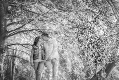 www.vierliefd.nl liefde fotografie Kockengen Harmelen bos loveshoot buiten verliefd lovebirds Fotograaf: Jerny van Ginderen - Seeleman zwartwit