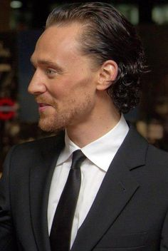 Tom in profile. Still divine. ((<< is he ever not divine?))