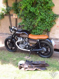 We would never have thought that we would ever buy a CX let alone rebuild . in the meantime we are convinced of the technical quality and the solidity of the motorcycle, as well as the unique serviceability just love on the second . Cx500 Cafe Racer, Honda Scrambler, Honda Cx500, Scrambler Custom, Cafe Racer Motorcycle, Honda Motorcycles, Honda Cb, Cars And Motorcycles, Vintage Bikes