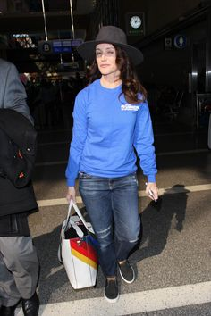 kristen davis 2017 | KRISTIN DAVIS at LAX Airport in Los Angeles 01/31/2017 ... Charlotte York, Kristin Davis, City Style, Style Inspiration, Elegant, Fashion, Classy, Moda, Chic