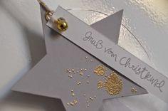 Langsam aber sicher wird's auch bei mir weihnachtlich. Den Anfang machen Sternanhänger. Ich muß zugeben, jahrelang habe ich die Farbe Gold e...