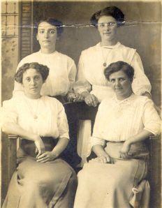 Four friends (1910s)