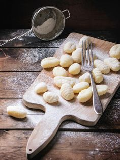 Gnocchi are small, high quality and straightforward to make. In our small cooking college we reveal how one can simply make gnocchi your self. I Love Food, Good Food, Yummy Food, Tortellini, Making Gnocchi, Dinner Recipes, Dessert Recipes, Pasta Recipes, Recipe Pasta