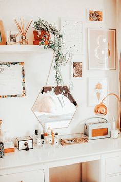 diy furniture bedroom vanity decor 2 decor target bedroom decor decor ideas uk decor trends bedroom decor decor for walls decor couples Cute Room Ideas, Cute Room Decor, Room Ideas Bedroom, Bedroom Decor, Bedroom Inspo, Modern Bedroom, Bedroom Wall, Aesthetic Room Decor, Suites