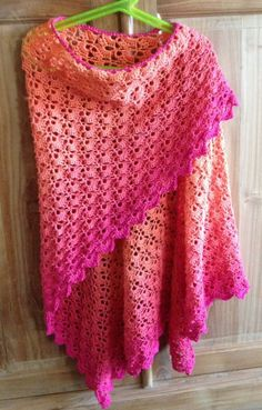 I am totally in love with the ombre look of this free crochet pattern. More