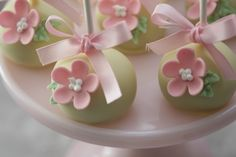 Cupcake: Julho 2013 Lollipop Cake, Cupcake Cakes, Fairy Birthday Party, Birthday Parties, Pretty Cakes, Beautiful Cakes, Rainbow Cake Pops, Cupcakes Flores, Apple Pop