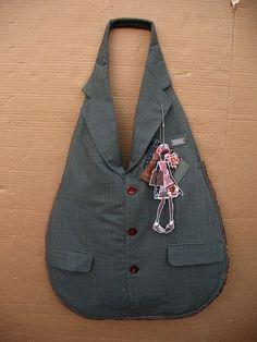 Handtasche aus wiederaufbereitetem Gewebe von Carro Foto