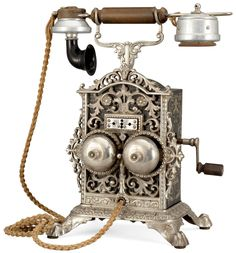 Telephone Vintage, Telephone Booth, Vintage Phones, Vintage Antiques, Vintage Items, Antique Phone, Retro Phone, Old Phone, Phonograph