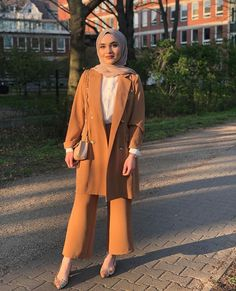 Modest Dresses Casual, Casual Chic Outfits, Casual Hijab Outfit, Fashion Outfits, Muslim Women Fashion, Modern Hijab Fashion, Hijab Style Tutorial, Hijab Fashionista, Hijab Chic