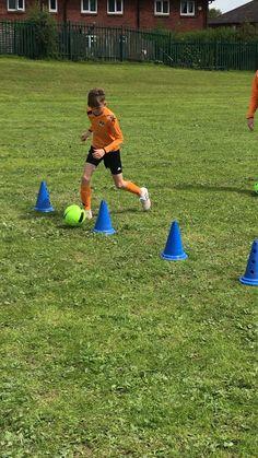 Football Drills For Kids, Football Tricks, Football Training Drills, Football Workouts, Soccer Skills, Soccer Tips, Soccer Goalie, Soccer Memes, Youth Soccer