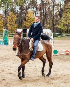 #horse #horseriding #firsttime #brown #sand #cavallo #cavalcare #cavalcando #autunno #autumn #fall #italy #italia #turin #torino #igersitalia #maneggio #beautifulday
