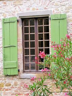 love the green shutters