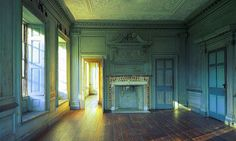 Drayton Hall in Charleston - the paint in this room is original to the house, no photo really captures the beauty of it. Old Buildings, Abandoned Buildings, Abandoned Places, Famous Buildings, Old Mansions, Abandoned Mansions, Abandoned Plantations, Old Southern Homes, Southern Living