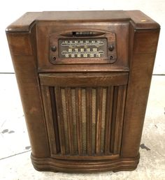 Lot 2283: Vintage Philco Record Player Cabinet JULY 16, 2016