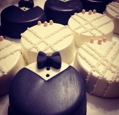 #Cakepops   Www.thenewyorkcakepopery.com  @thenewyorkcakepopery - Instagram #weddingoreos #weddingfavors