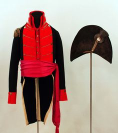 This remarkable artefact group from the War of 1812 era includes a cocked- hat, uniform coatee, waistcoat and sash. This particular uniform may be that of an officer of the militia of the Territory of Michigan. (Parks Canada)