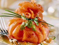 Ballotin de saumon fumé à l'avocat et aux herbesDécouvrez la recette du ballotin de saumon fumé à l'avocat et aux herbes