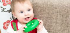 Votre bébé va devenir expert de la position assise et va peut-être même bientôt ramper.Encouragez-le. Voici quelques idées de petits jeux de 7 mois à 9 mois