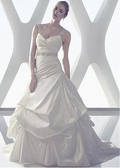 STUNNING TAFFETA A-LINE SWEETHEART NECKLINE NATURAL WAISTLINE WEDDING DRESS IVORY WHITE LACE BRIDAL GOWN