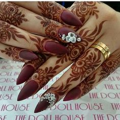 Latest Bridal Full Hand And Feet Mehandi Design Full fit latest mehandi designs for bridal 2017 ammazing and unique henna designs. Finger Henna Designs, Mehndi Designs For Fingers, Unique Mehndi Designs, Beautiful Henna Designs, Beautiful Mehndi, Henna Tattoo Designs, Mehandi Designs, Pretty Designs, Mehndi Design Pictures