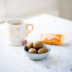 This cashew and ginger energy ball has just four ingredients – dates, cashews, oats and ginger – so it's incredibly easy to make! It's bursting with flavour though, especially with the kick from the ginger. It makes a wonderful snack, especially for that mid-morning pick me up.