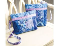 This Annie's online video sewing class is led by sewing expert Nancy Green, owner of Pink Sand Beach Designs, a company that specialized in bag patterns and kits. Join Nancy as she thoroughly… Bag Patterns To Sew, Tote Pattern, Pdf Sewing Patterns, Quilting Patterns, Bucket Bag, Hobo Crossbody Bag, Hobo Bag, Designer Crossbody Bags, Pink Sand