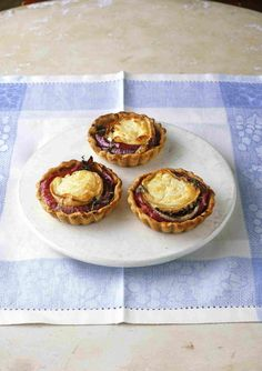 Quick onion and goat's cheese tarts