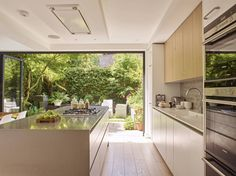 Garden view from kitchen door modern kitchen by holloways of ludlow bespoke kitchens & cabinetry modern wood wood effect Kitchen Doors, Open Plan Kitchen, Kitchen Cabinetry, Kitchen Flooring, Kitchen Countertops, Kitchen Dining, Dining Room, Island Kitchen, Kitchen Interior