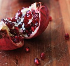 The fastest way to remove pomegranate seeds