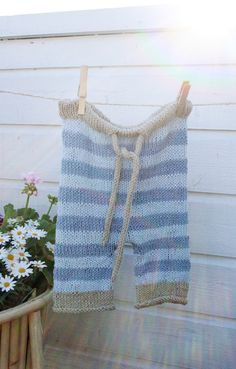 Knit baby bloomers (great website with lots of free knitting patterns!)
