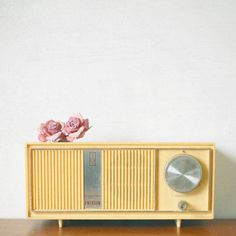 Music Art Retro Wall Art Romantic Mustard Yellow by CassiaBeck Vintage Yellow, Vintage Love, Retro Vintage, Retro Radios, Pub Radio, Music Radio, Home Deco, Poste Radio, Colors