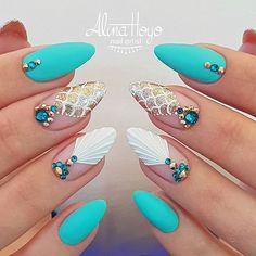 Is mermaids time!!!!! #alinahoyonailartist#mandalanails#nailart#nails #nailartmagazine #prettynails #nailtime #nailartaddict#gelnagels #love#nailproduct#uglyduckling