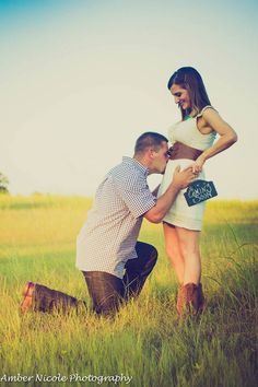 Pregnancy Announcement Photoshoot by Amber Nicole Photography (Conroe, TX).
