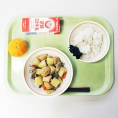 My very first Kyushoku (Japanese school lunch) at an elementary school in Kamakura! On Monday my friend invited me to her son's school . School Meal, School Lunches, Funny Food, Food Humor, Japanese Culture, Japanese Food, Japanese School Lunch, Food Japan, Cute Bento