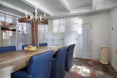 woonboerderij Tuitjenhorn, mooie deuren in eetkamer