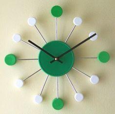 Gil: RELÓGIO, customizar, despertador, na cozinha, relógios bordados e até um de…