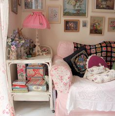 Awesome Granny Chic Decor Ideas, Chck Right Now! - Creative Maxx Ideas - Awesome Granny Chic Decor Ideas, Chck Right Now! Shabby Chic Vintage, Shabby Chic Decor, Vintage Home Decor, Chic Apartment Decor, Apartment Decorating On A Budget, Shabby Chic Bedrooms, Shabby Chic Homes, Granny Chic Decor, My New Room