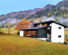 Casa de #vacaciones Schneider en St Jodok im Schmirntal, Tirol. 8 personas, 5 piezas, 4 dormitorios.  #austria Austria, Cabin, Mansions, House Styles, Home Decor, Apartments, Yurts, Vacations, People