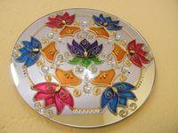 Espelho com MANDALA, pintura vitral, com aplicação de pedras de acrílico Peça única: http://www.elo7.com.br/espelho-mandala-25-cm/dp/38F346