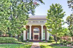 The Alabama Beta chapter of Pi Beta Phi at the University of Alabama. Sorority Houses, Sorority Row, Sorority Life, Tuscaloosa Alabama, Greek House, Pi Beta Phi, University Of Alabama, College Campus, Dorm Ideas